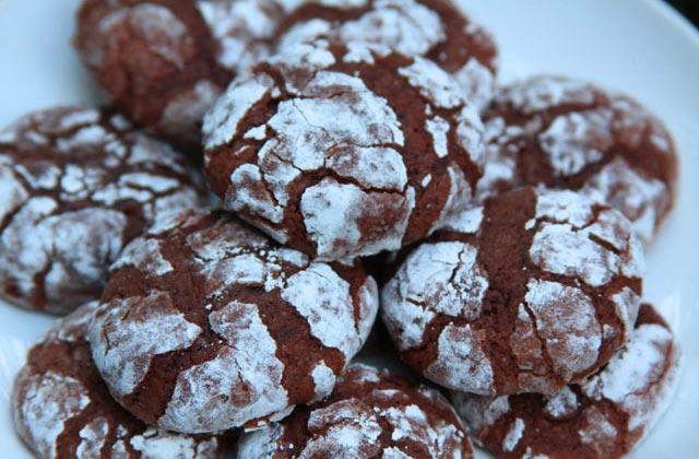 Marszczone świąteczne ciasteczka czekoladowe z konopią, THCLand.pl