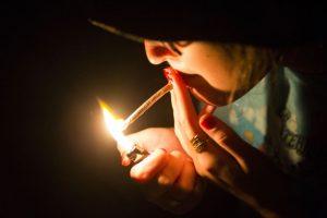palenie-marihuany-palenie-jointa