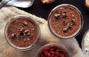 czekoladowo-konopna-owsianka-przepis-z-nasionami-konopi